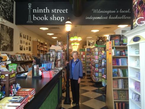 11-12_Book Store